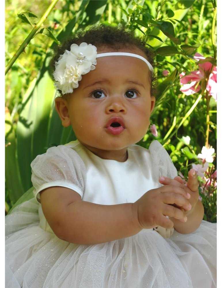 Dopklänning med unika detaljer