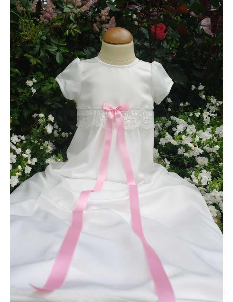 Dopklänning med cerise doprosett
