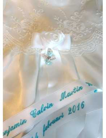 Dopklänning med lyxigt dopbroderi i blått
