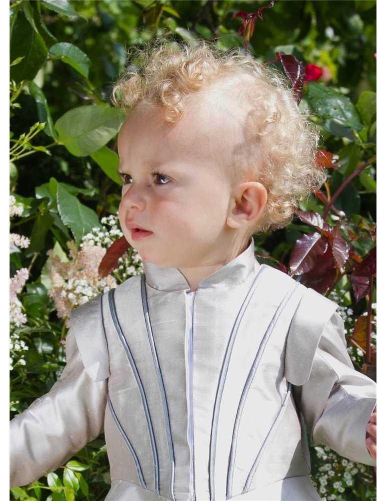 sommardop med vacker dopklädsel