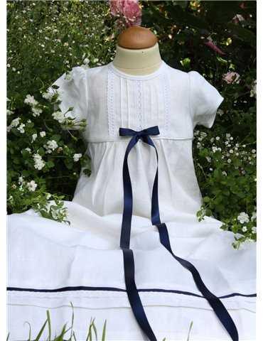 liten pojke i exklusiv Prinskostym