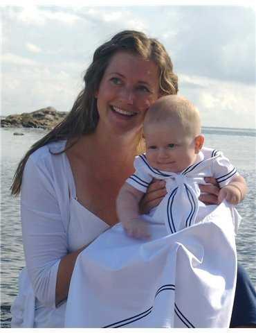 Dopklänning med marint rosettband