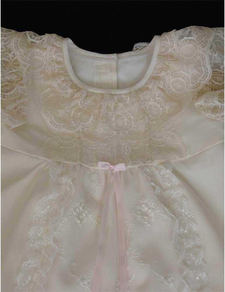 Dopklänning med underbara detaljer