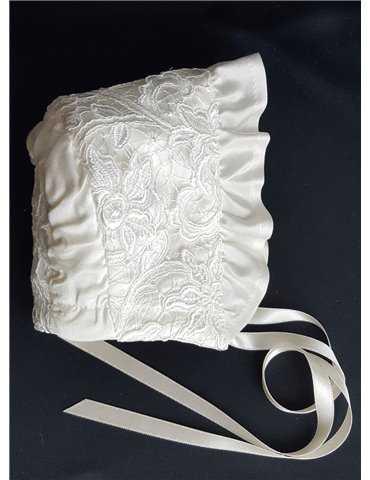 Dopklänning vackert tyg i off white