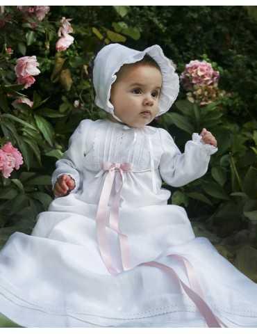 Dopklänning i off white lyxig spets och satin