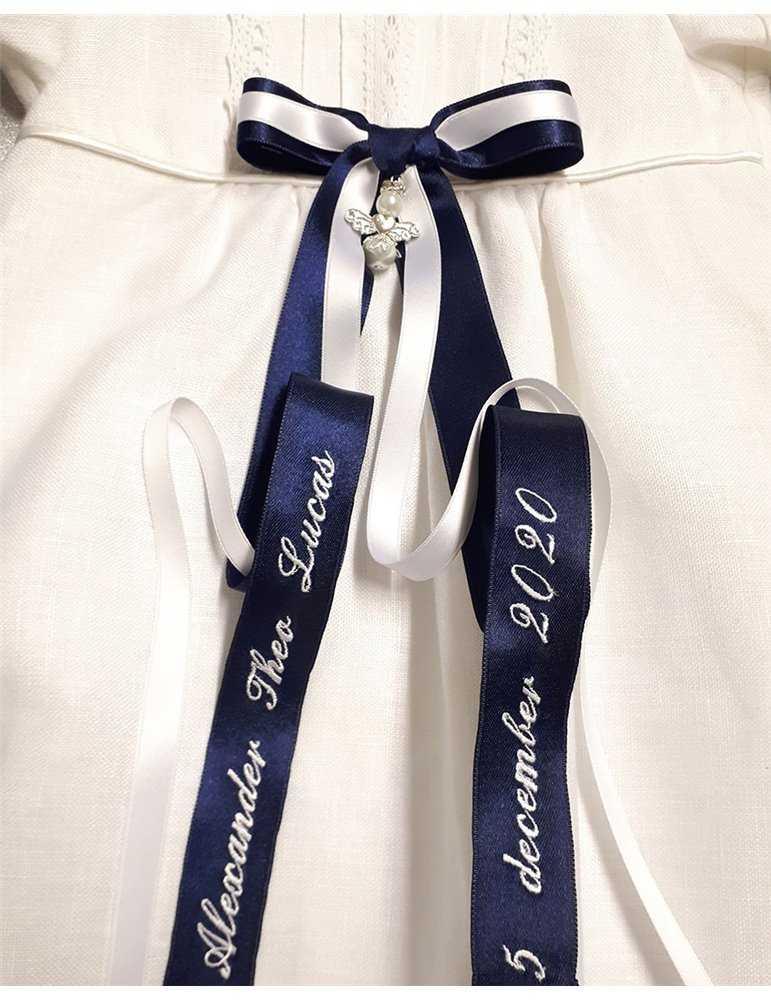 sjömansklänning för dop i närbild