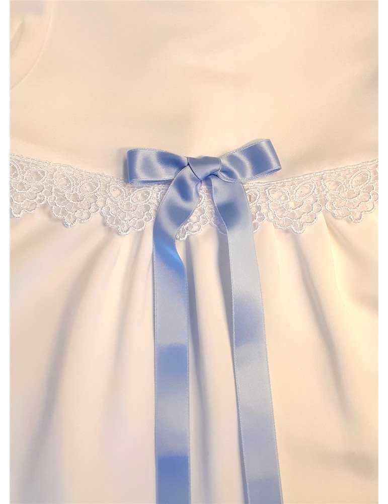 Dopklänning med rosdekor och kort ärm